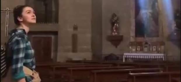 El vídeo de una chica cantando en una iglesia se vuelve viral