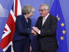 Theresa May y Jean-Claude Juncker