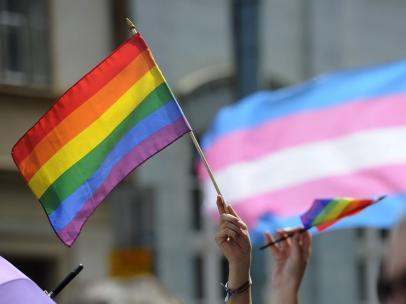 Bandera gay contra homofobia diversidad sexual.