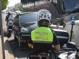 Agentes de la Policía Local inmoviliza un vehículo