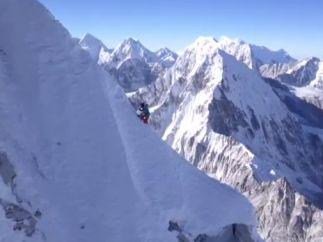El alpinista David Lama, en el Himalaya