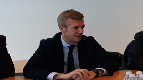 Alfonso Rueda en una reunión en la sede de la Xunta en Vigo