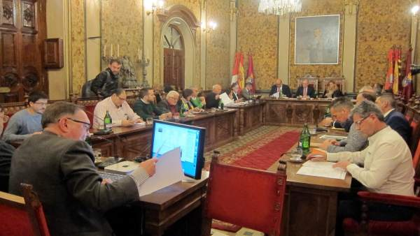 Pleno ordinario en la Diputación de Salamanca.