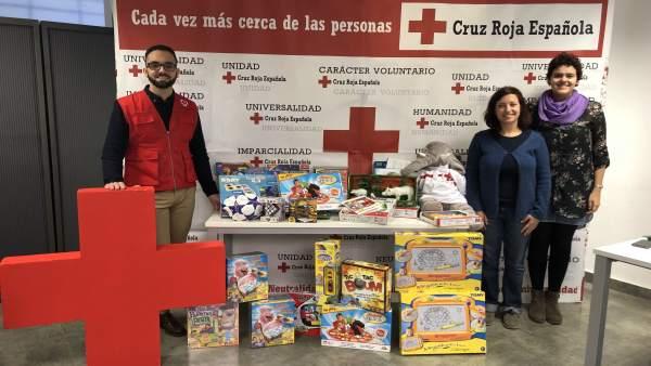 Adrián Massotti y Tiscar López presentan la campaña de Navidad de Cruz Roja