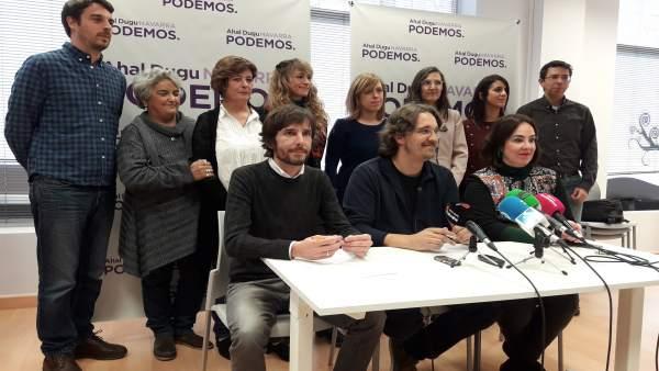 Mikel Buil, Dani López y Ainhoa Aznárez, de Podemos.
