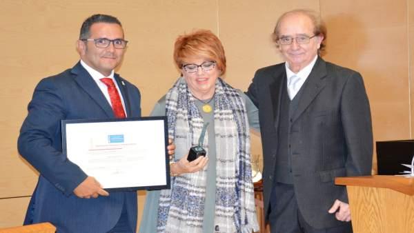 Diputación recibe  uno de los premios 'Ciudadanos'.