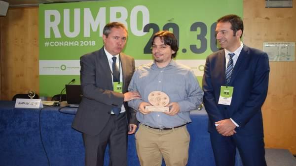 Fernández del Páramo (Somos) recibe la distinción de participación ciudadana