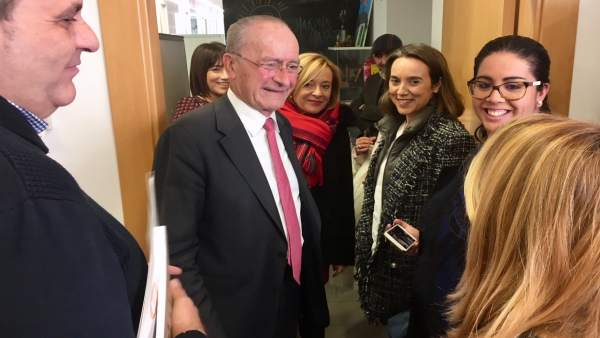 Cuca Gamarra visita asociación málaga arrabal 2D elecciones alcalde y mariví rom