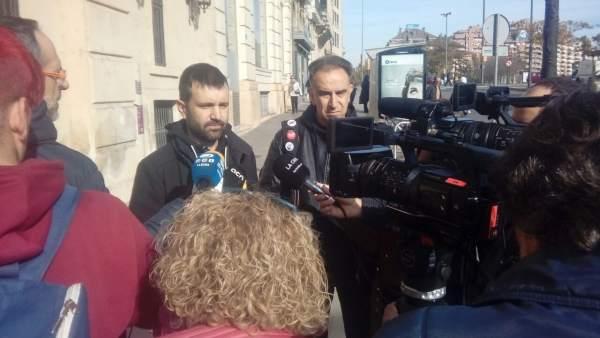 Los concejales de la CUP en Lleida Pau Juvilla y Francesc Gabarrell