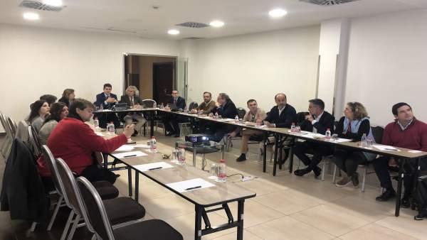 El Patronato de Turismo se reúne con responsables del aeropuerto de Sevilla.