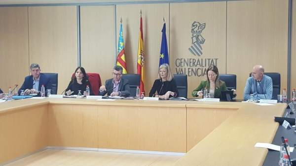 La Generalitat i sindicats acorden convocar oposicions per a més de 2.400 llocs en l'OPO de 2018