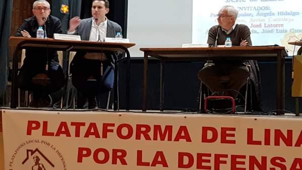 El candidato socialista José Latorre interviene en el debate.