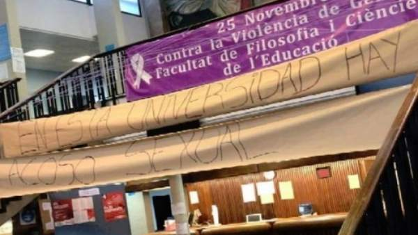 """Alumnes de la Universitat de València protesten i es tanquen per a denunciar """"actituds masclistes"""" de professors"""