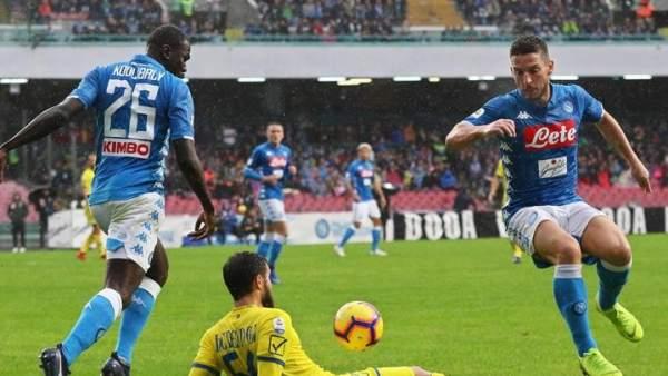 Napoli vs. Estrella Roja.