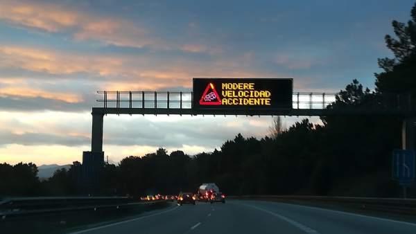 Aviso de retencciones por accidente en la Autopista Y.