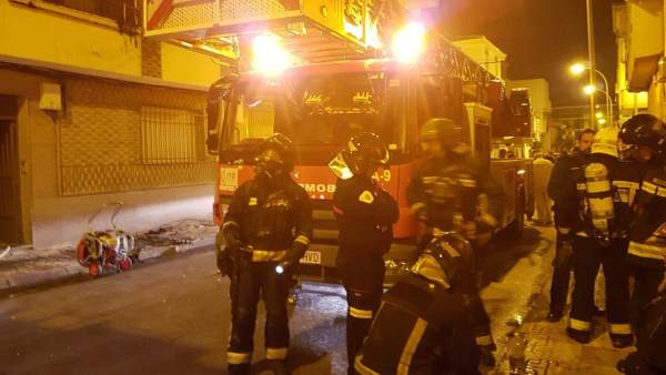 Bomberos que intervinieron en la extinción del incendio