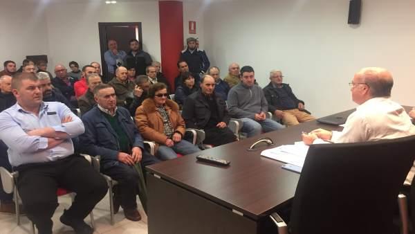 Reunión del PP con ganaderos en Tineo.