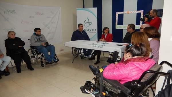 Aguilar (al fondo, centro) durantre la reunión