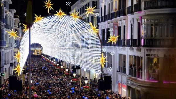 Calle Larios Málaga Navidad 2016 luces iluminación estrellas fiestas gente