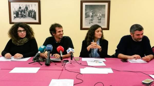 David Bruzos y miembros de la candidatura 'Entre todas' de En Marea