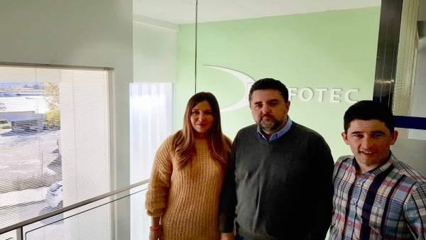 La candidata de Cs por Jaén Raquel Morales visita la empresa Dinfotec.
