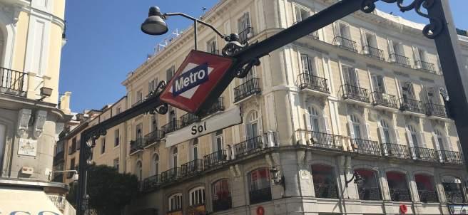 Fotos de recurso de la estación de metro y cercanías de Sol y de la Puerta del S
