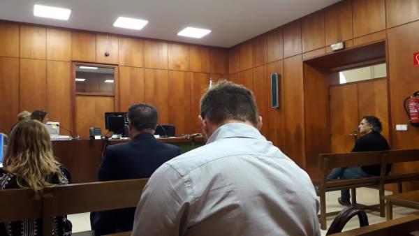 El alcalde de Astillero y el exportavoz de IU, en primera fila