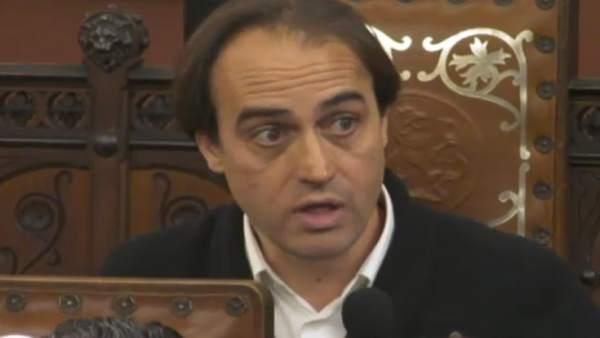 El diputado Álvaro Gijón en el directo del pleno de Cort