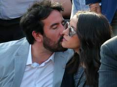 Inés Arrimadas se da un beso con su marido