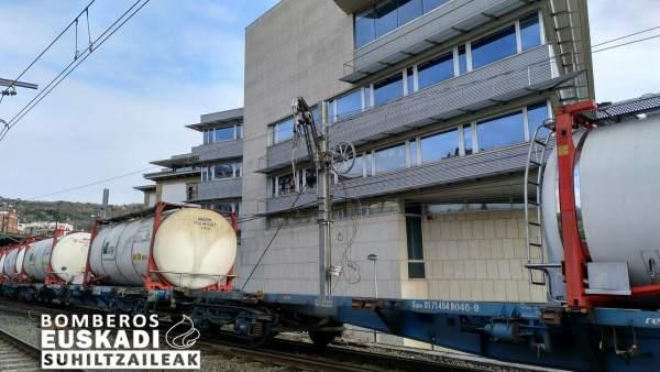Rotura de catenaria con convoy de mercancñias peligrosas