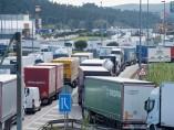 Imagen de los camiones atrapados en Cataluña por las protestas en Francia