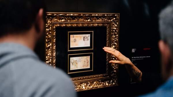 Billete serigrafiado por Banksy con la cara de Diana de Gales con motivo del aniversario de su muerte.