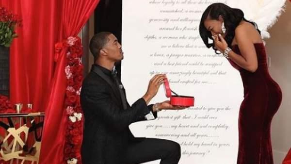 Propuesta de matrimonio con seis anillos