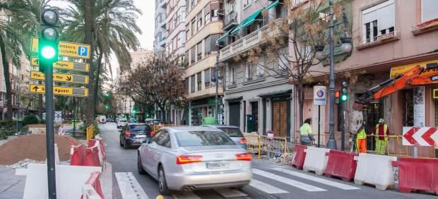 El Ayuntamiento construye tres nuevos carriles bici en Reino de València, Suecia y frente a la Escuela Oficial de Idiomas