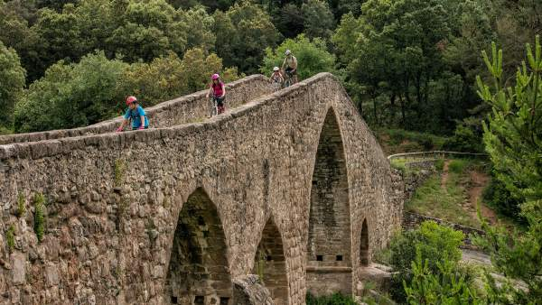 El Pont de Pedret a Cercs, un pont medieval sobre el riu Llobregat.