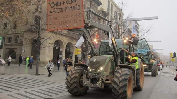 Una 'tractorada' ha recorrido este miércoles las calles de Zaragoza