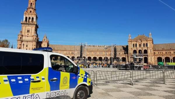 Dispositivo de seguridad en Plaza de España por el concierto de Manuel Carrasco