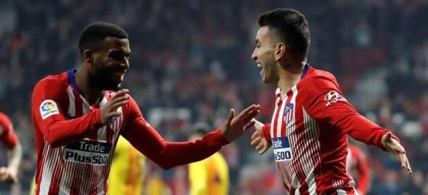 Correa y Lemar celebran un gol.