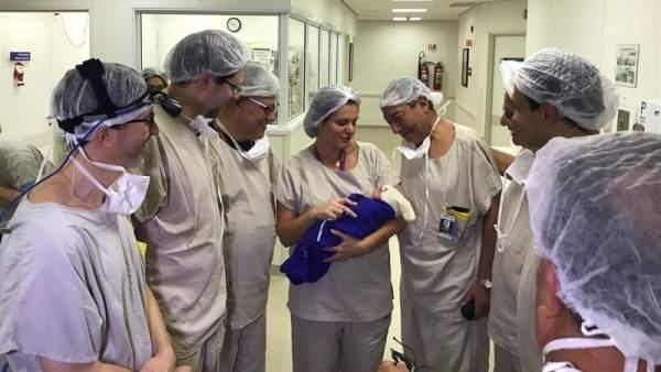 Bebé nacida tras un trasplante de útero de una donante fallecida