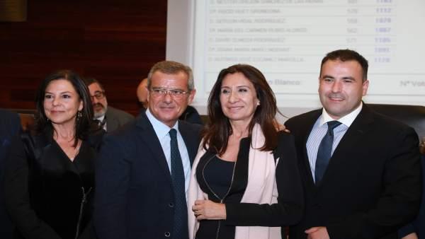 Auxiliadora Borja, a la derecha, nueva decana del ICAV