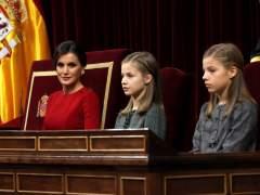 La reina con la princesa Leonor y la infanta Sofía
