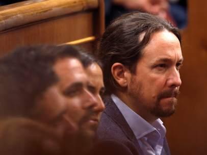 El líder de Unidos Podemos, Pablo iglesias, durante el acto de conmemoración del cuarenta aniversario de la Constitución presidido por el Rey en el Congreso