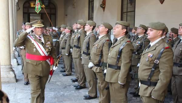 Valladolid.- El general José Rivas Moriana pasa revista