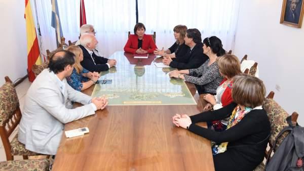 Uxue Barkos, con los presidentes de centros navarros en Argentina.