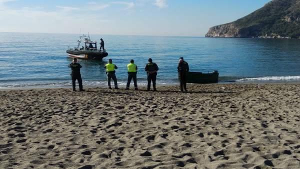 Llegada de patera a la playa de La Herradura (Granada)