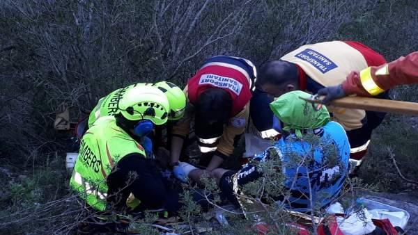 Rescate de un ciclista que se había caído en Ontinyent