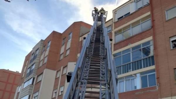 Valladolid.- Bomberos hoy en la calle Embajadores