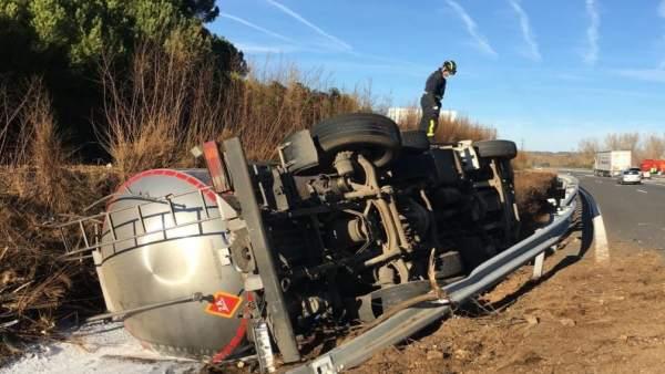 Valladolid.- Camión accidentado hoy en Tordesillas