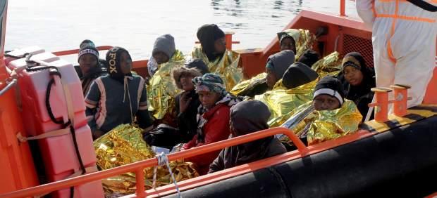 Más de 670 inmigrantes llegan a la costa de Andalucía durante el fin de semana