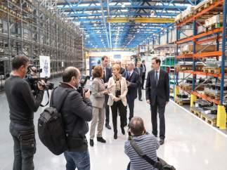 Tapia visita las nuevas instalaciones de Aernnova